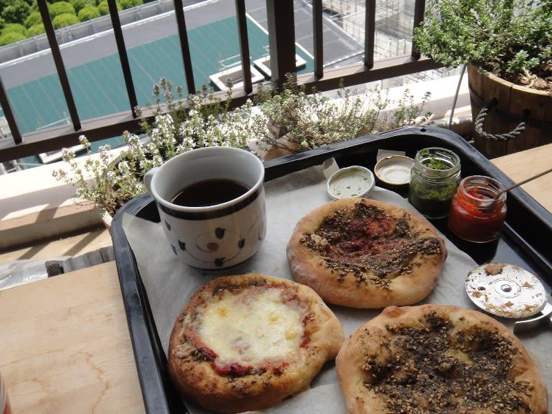ザータルパンとピザ