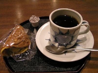 椿コーヒーとワッフル