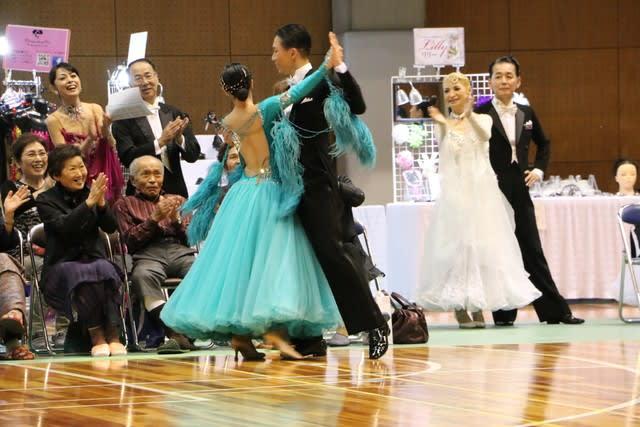 「社交ダンサー美女大勢」の画像検索結果