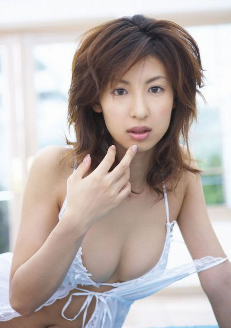 洋服が素敵な大久保麻梨子さん