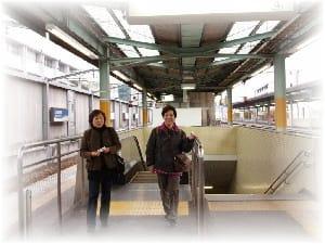 桐生駅ホームと渡良瀬渓谷の電車