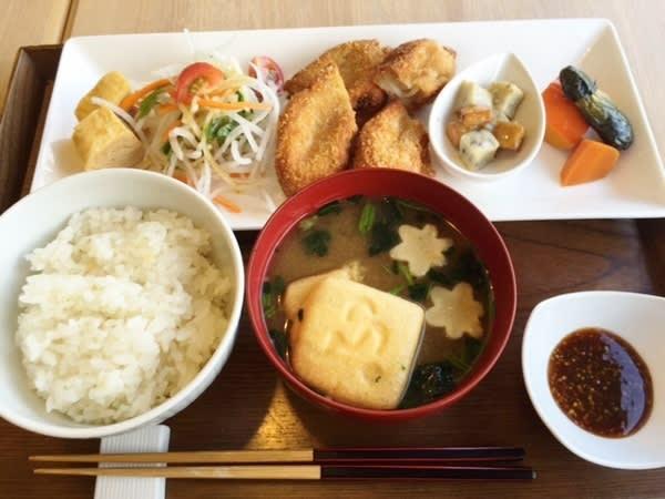 不室屋カフェで加賀麩ランチ。 -...