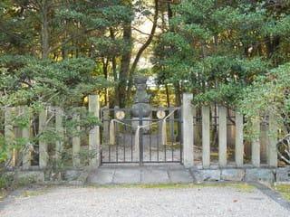頼仁親王墓2