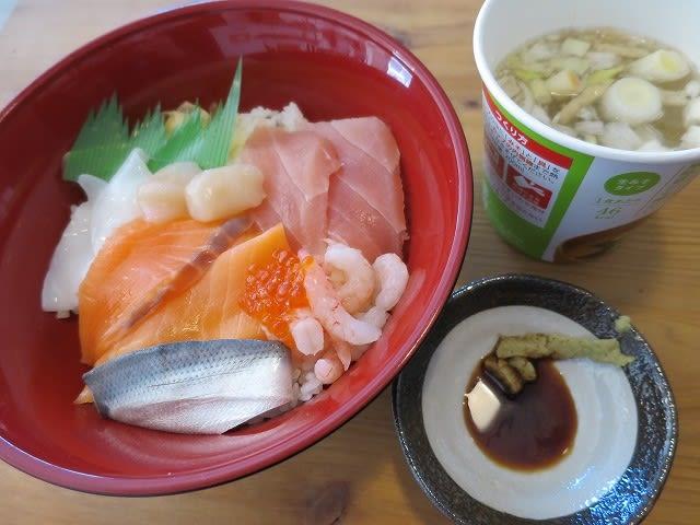 海鮮丼+カップみそ汁