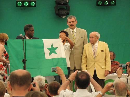 閉会式、緑星旗がハバナ市に渡された