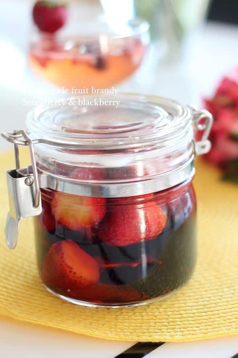 イチゴ&ブラックベリーのフルーツブランデー、アプリコットのフルーツブランデー - マイティの Awesome Cooking