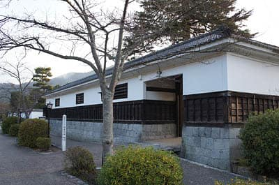 旧吉川邸厩門(登録有形文化財)...