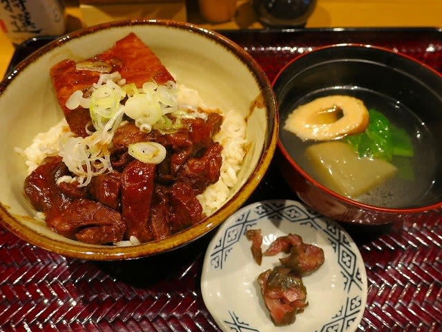 牛すじ豆腐丼