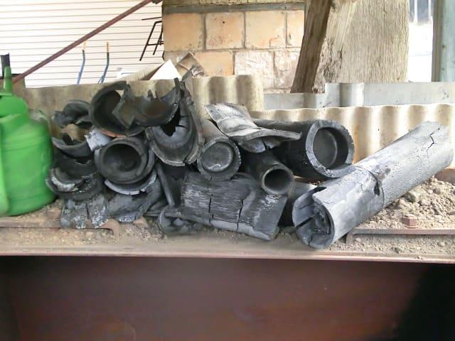 灰になりかけの竹炭