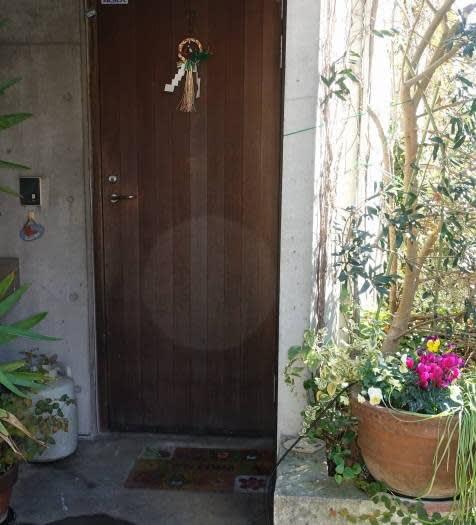 玄関 お正月 しめ飾り・しめ縄の意味と飾り方 ~種類・向き・飾る場所・時期~
