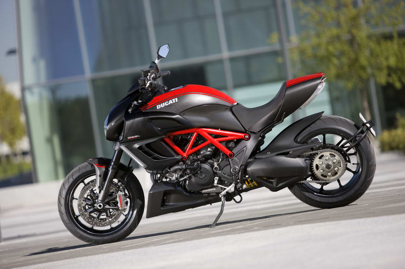 36_diavel_carbon