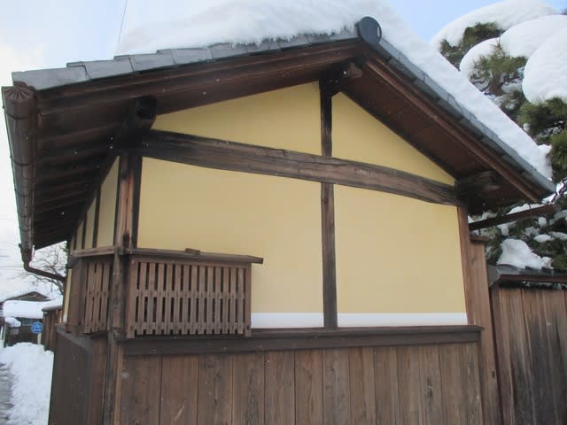 積雪が残る中、足軽屋敷「辻番所...