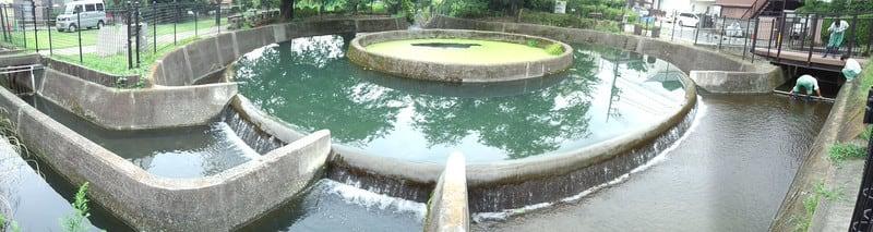 国登録有形文化財 二ヶ領用水久地円筒分水