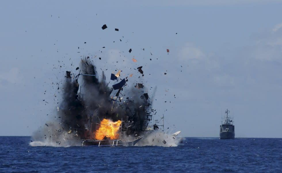 密漁で拿捕した外国漁船35隻を撃...