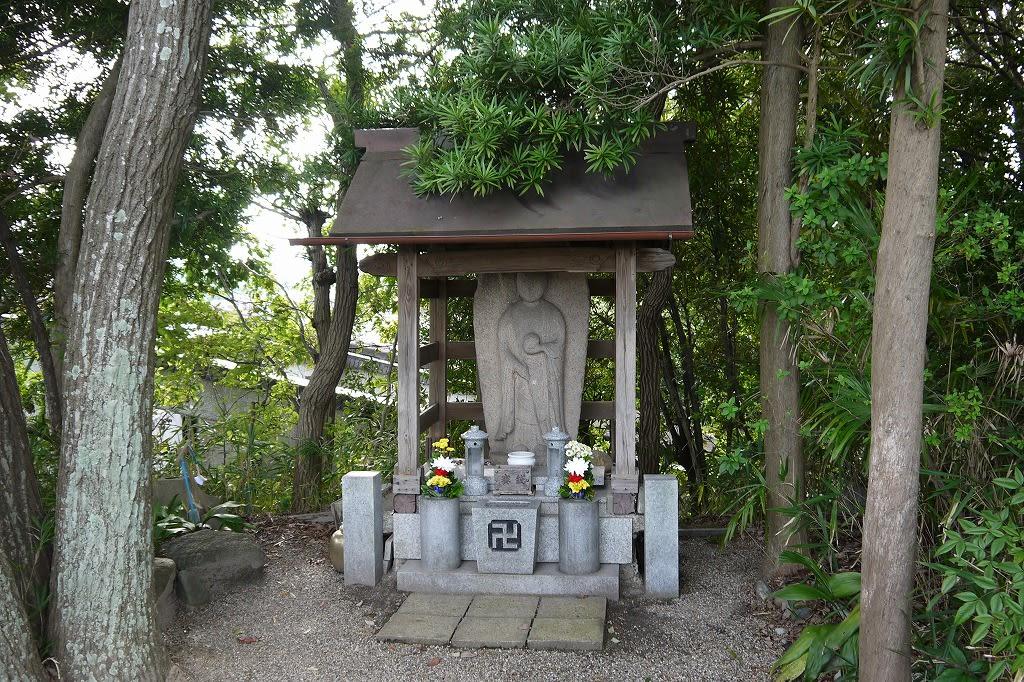 鷹塚山地蔵尊