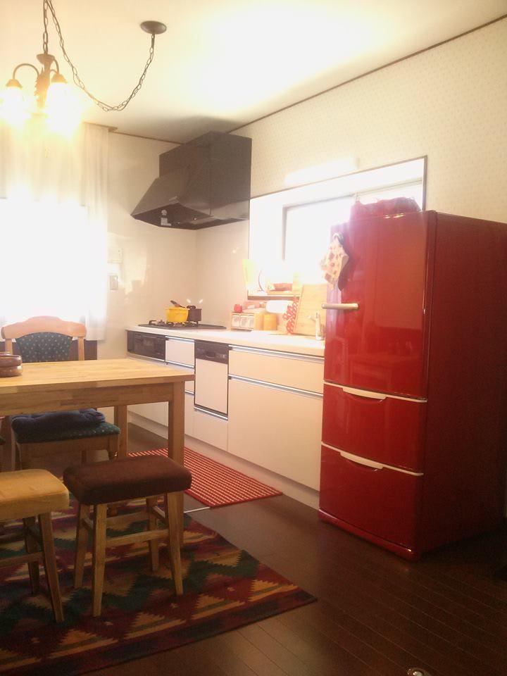 赤い冷蔵庫もありですね カラー冷蔵庫で毎日おしゃれに