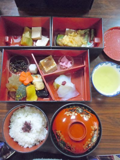 観心寺の庫裏「KU-RI」|創作精進料理