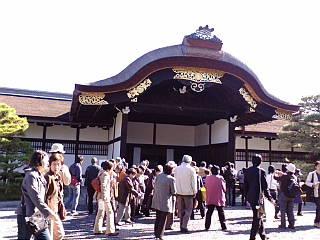京都御所一般公開に来ています。