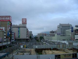 JR福山駅在来線3番ホームから福山城の舟入状遺構を撮影(2008年7月)