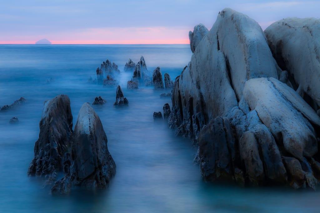 根本海岸の屏風岩