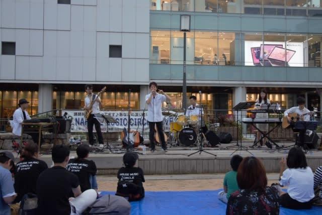 講師陣 野外ライブの写真です(9月15日)