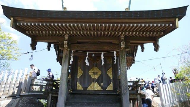 女体山の本殿