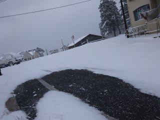 源盛坂。気温が低くサラサラ。雪がないところは、凍結すらしていません。