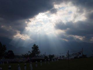 雲間から光…雨上がりの「てるて...
