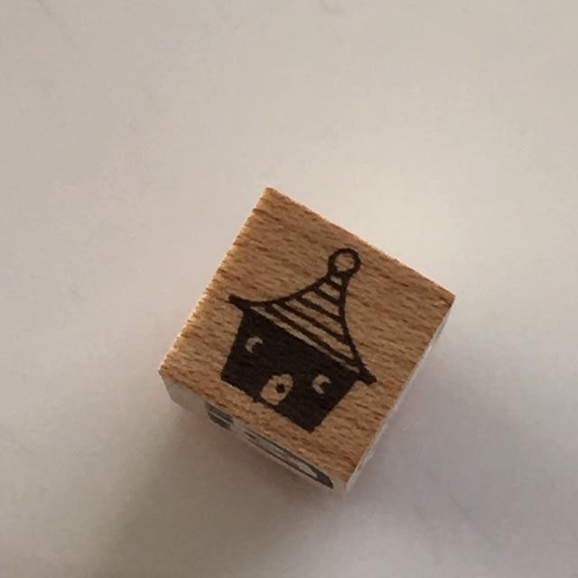 トンガリお家(黒色)台木サイズ1.2*1.2cm(真ん中)