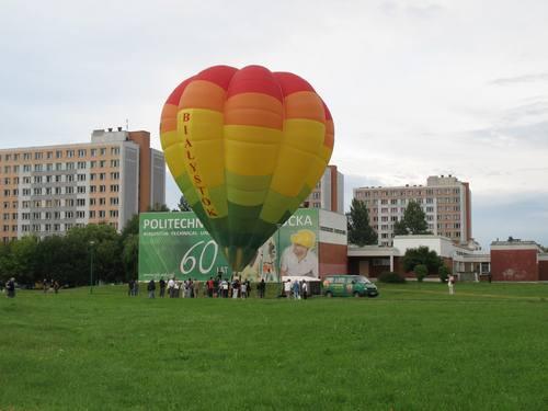 エスペラントとは関係ないらしいけど、気球を上げようと努力している人たち