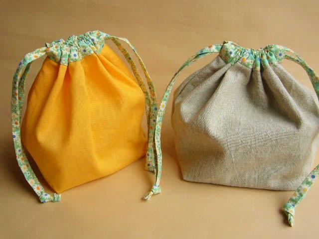 巾着式のお弁当袋を2枚作りました。