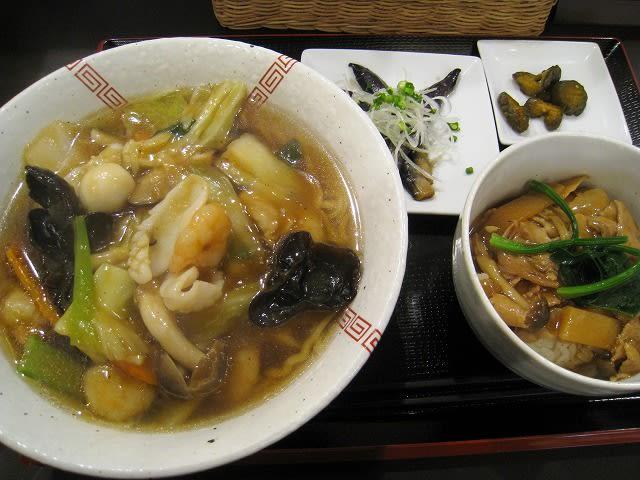 Aランチ(旨煮麺と豚肉の醤油あんかけ丼)
