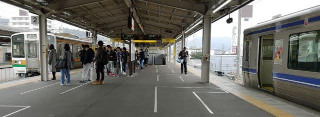 高蔵寺駅でのJR中央本線(左)と愛知環状鉄道線(右)の乗り換え