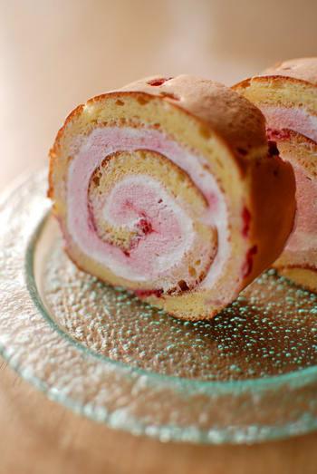 ラズベリーのロールケーキ