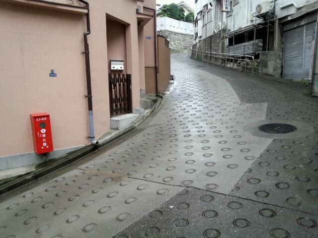 雨の地蔵坂