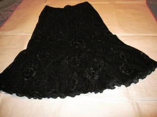 スカートの柄と裾の巻きロック