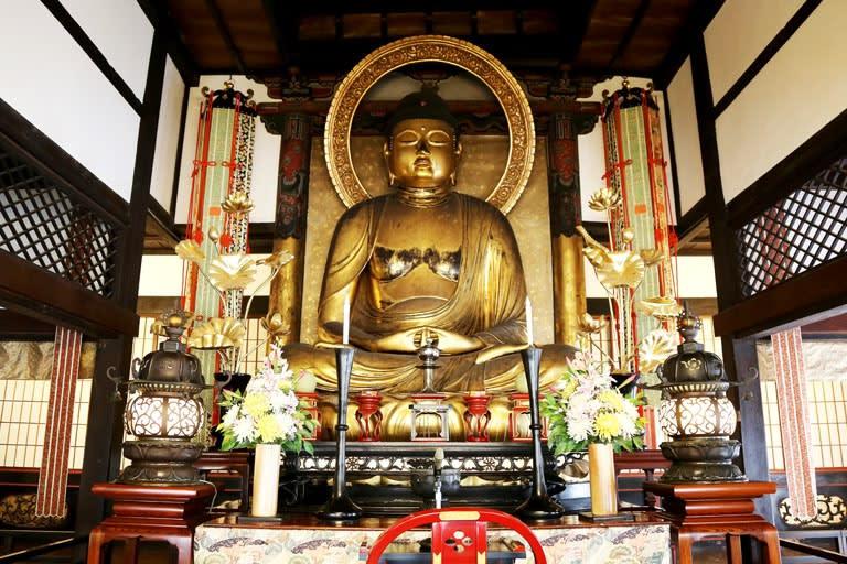 西寿寺、見事な阿弥陀さんに会え...