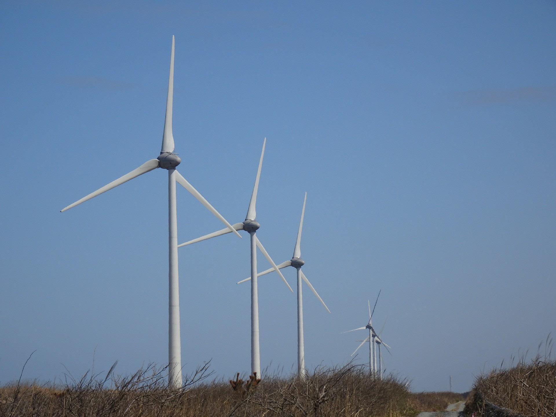 県・市直営風力発電6基稼働