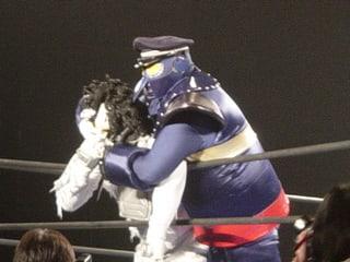 ○メカマミー(8分52秒 上井駅長帽子強奪ロケットパンチ)UWAI28号×