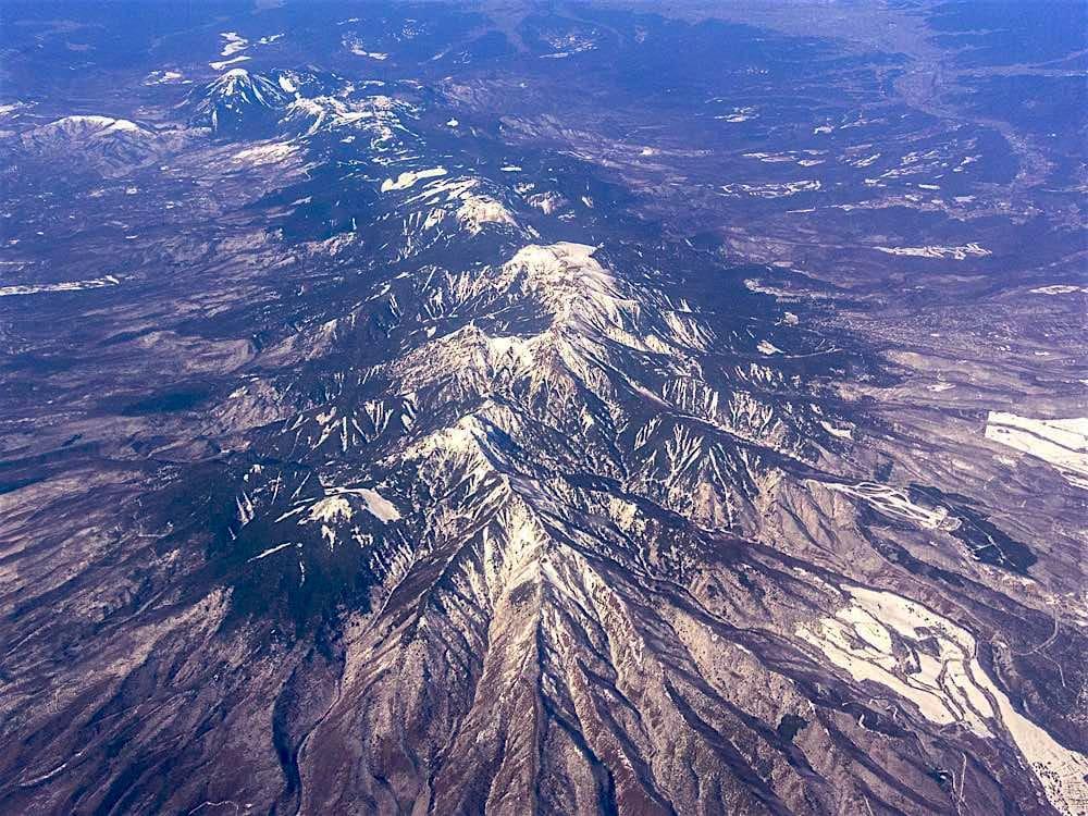 上空から八ヶ岳連峰を眺めると - 花と低山を目指して