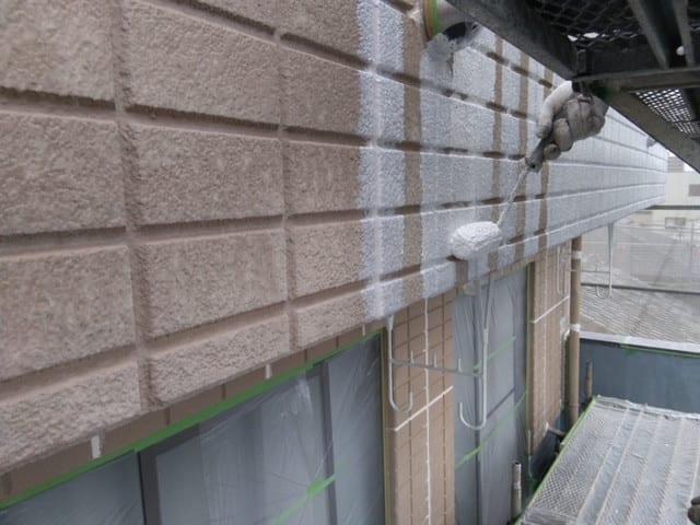 外壁塗装下塗りの写真