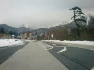 融雪。他との区別は道路脇の雪の量。