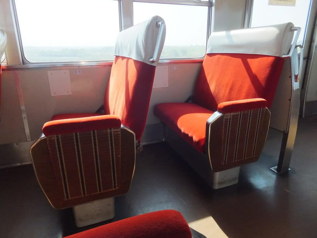 富山地方鉄道の元京阪3000系座席