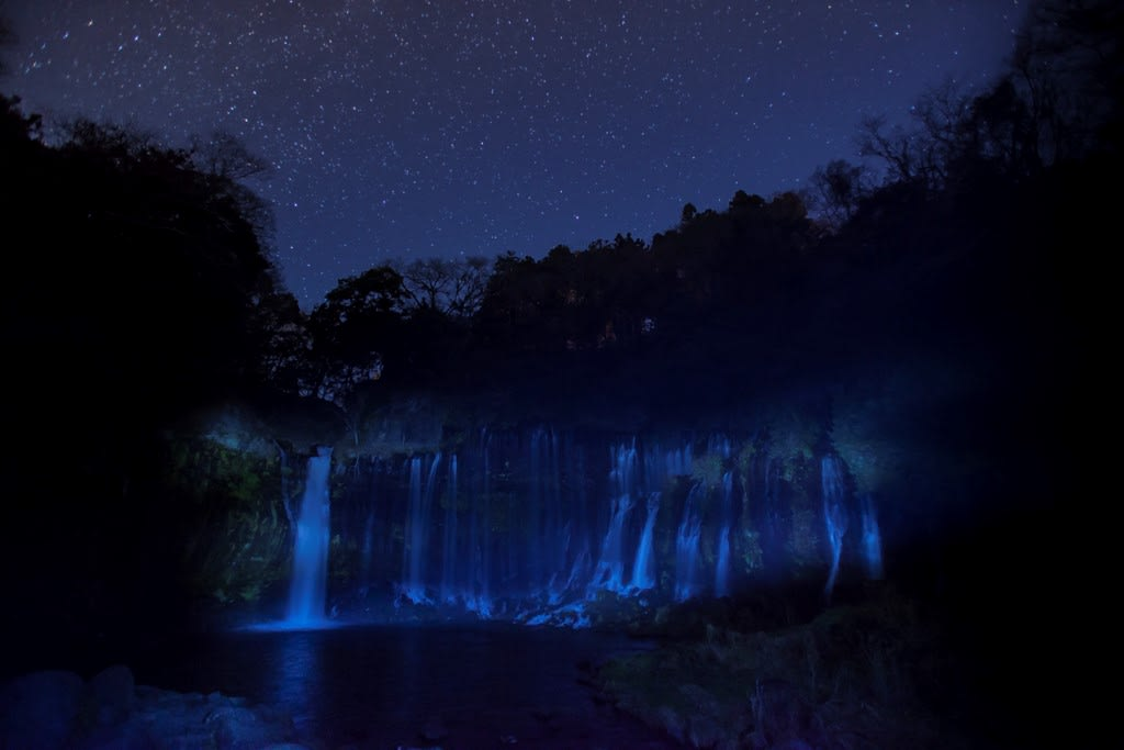 白糸の滝(夜景)の写真