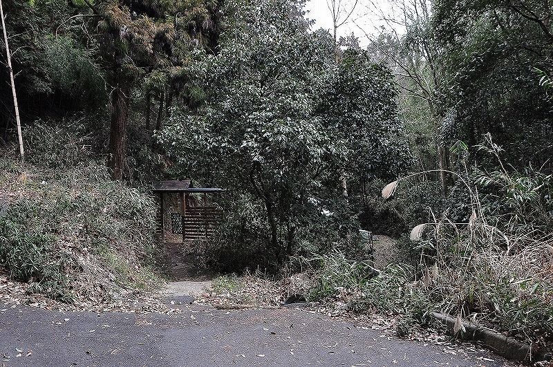 不動の滝への入口:門が有ります