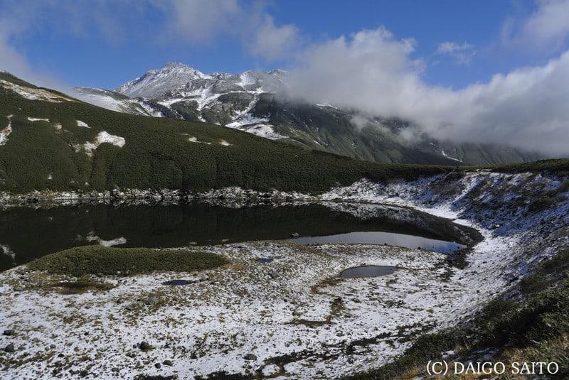 鳥海湖と山頂