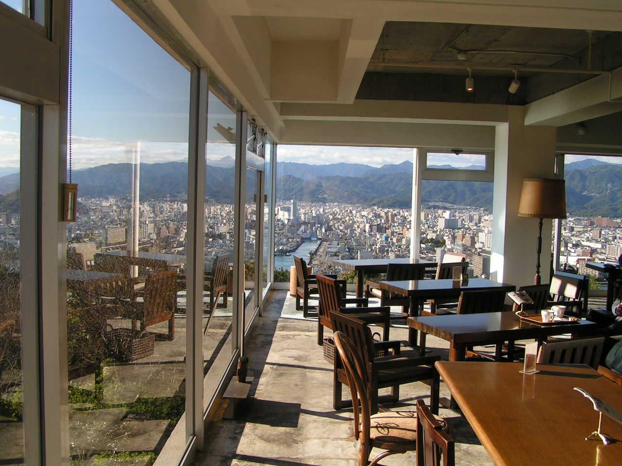 高知市五台山の展望レストラン。 - タイの生活と日本の生活