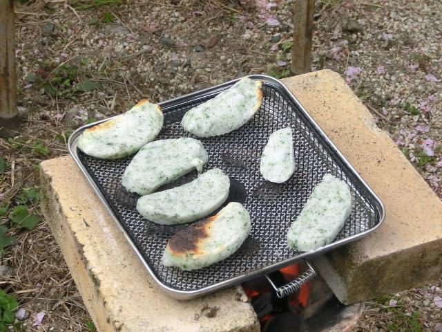 かき餅を焼く