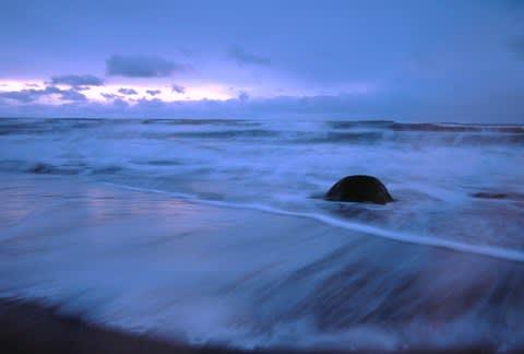暮れゆく海辺