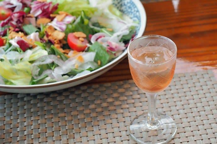 ブルーベリー酒と高原レタスのサラダ